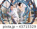 公園 遊ぶ 男の子の写真 43715329