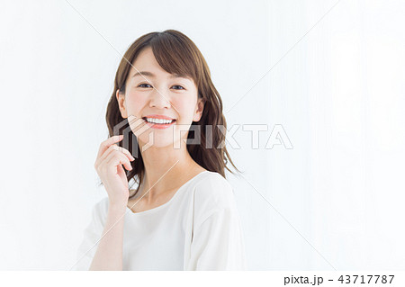 ビューティー 若い女性 43717787