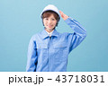 作業服を着た女性 43718031