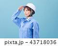 作業服を着た女性 43718036
