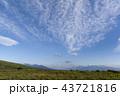 秋の空とススキの草原 43721816