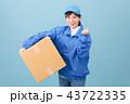 若い女性 引っ越し 荷造り 宅配便 宅配 流通 43722335