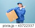 若い女性 引っ越し 荷造り 宅配便 宅配 流通 43722337