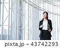 ビジネス 女性 オフィス ビジネスウーマン 43742293