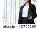 ビジネス 女性 オフィス ビジネスウーマン 43742295