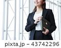 ビジネス 女性 オフィス ビジネスウーマン 43742296