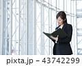 ビジネス 女性 オフィス ビジネスウーマン 43742299