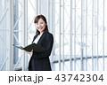 ビジネス 女性 オフィス ビジネスウーマン 43742304