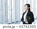 ビジネス 女性 オフィス ビジネスウーマン 43742305