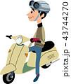 バイクに跨がる青年 43744270