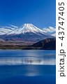 富士山 本栖湖 朝の写真 43747405