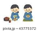 お茶を点てる女性 43775372