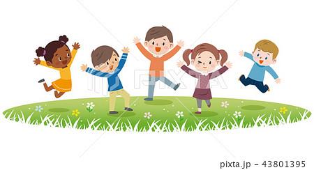 ジャンプする子供達 43801395
