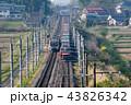 早朝の東北本線で旅客列車と交差する貨物列車金太郎 43826342