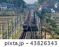 早朝の東北本線で旅客列車と交差する貨物列車金太郎 43826343