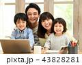 リビングルーム 家族 リビングの写真 43828281
