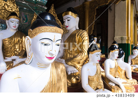 The arrangement of Buddha images in Myanmar temple 43833409