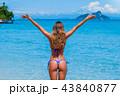 女性 ビーチ 浜辺の写真 43840877
