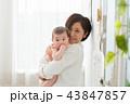 赤ちゃん ベビー お母さんの写真 43847857