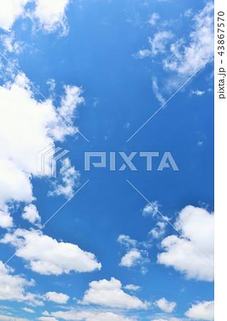 北海道 夏の青空 43867570