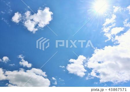 北海道 夏の青空と太陽 43867571