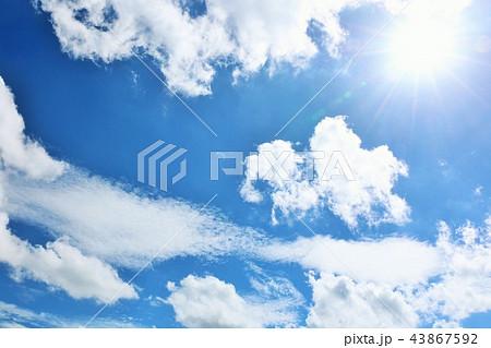 夏の青空と太陽 43867592