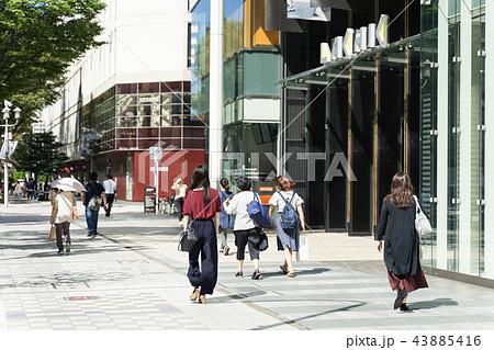 名古屋市中区栄 大津通 ラシック前の賑わい 43885416