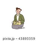 ネコを膝に乗せるおばさん 43893359
