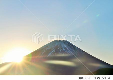 富士山と夜明けの太陽 43915418