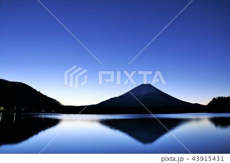 冬の早朝 ブルーモーメントの富士山 43915431