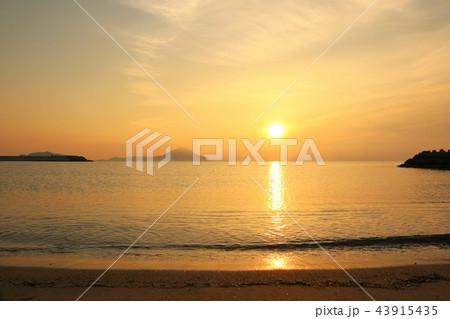 大分県 姫島と夜明けの太陽 43915435