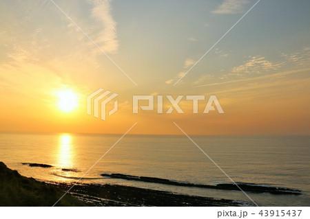 宮崎県 日向灘からの朝日 43915437