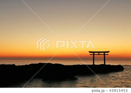 茨城県 日の出前の大洗磯前神社 43915453