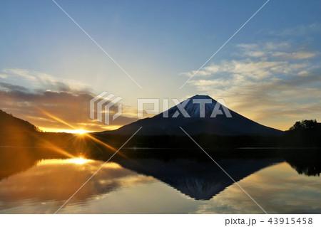 美しい日本の新年 富士山と太陽 43915458