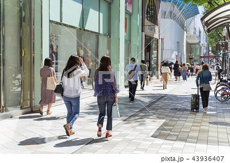 名古屋市中区栄 大津通 松坂屋前の賑わい 43936407