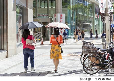 名古屋市中区栄 大津通 松坂屋前の賑わい 43936408