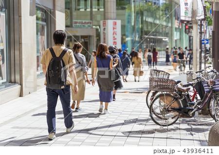 名古屋市中区栄 大津通 松坂屋前の賑わい 43936411