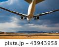 ボーイング777-200の着陸(大阪空港) 43943958