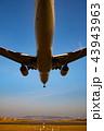 ボーイング777-200の着陸(大阪空港) 43943963