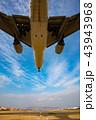 ボーイング777-200の着陸(大阪空港) 43943968
