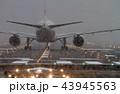ボーイング777-200の離陸準備(大阪空港) 43945563