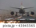 ボーイング777-200の離陸準備(大阪空港) 43945565