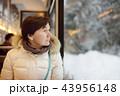 女の人 女性 電車の写真 43956148