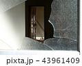 割れたガラスのドア 防犯、空き家問題、危険 43961409