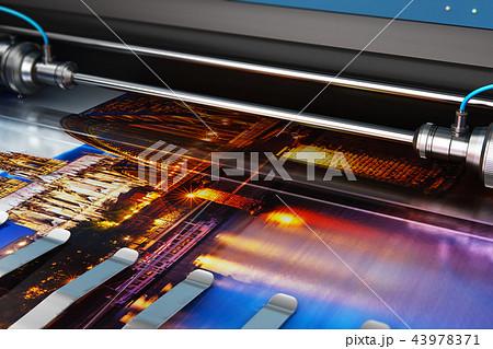 Printing photo banner on large format plotter 43978371