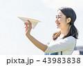 紙飛行機 人物 女性 43983838