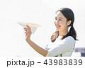 紙飛行機 人物 女性 43983839