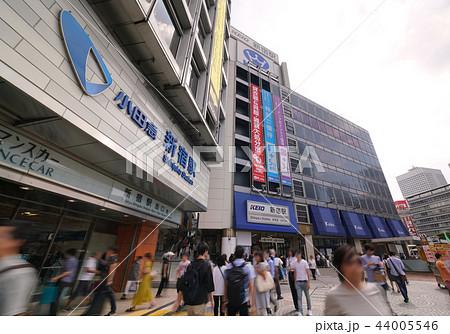 日本の東京都市景観 小田急 新宿駅、KEIO 新宿駅などを望む 44005546