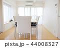 白く爽やかでシンプルな部屋 44008327
