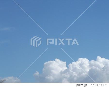 稲毛海岸の青空と白い雲 44016476